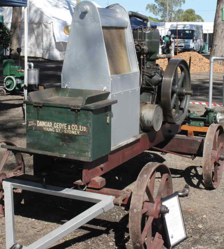 antique-machinery-attractino-blacktown-show